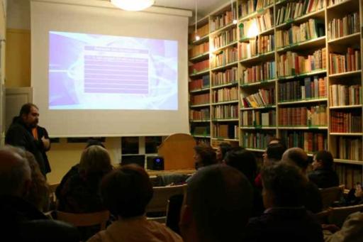 Σπουδές κινηματογράφου και θεάτρου με τον Χρήστο Ν. Καρακάση και Βασιλική Κάππα